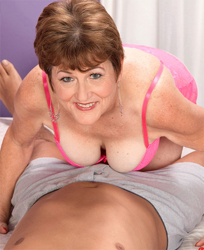 mature-x milfs cougars and grannies
