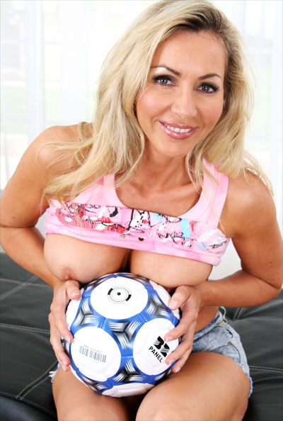 horny soccer mom Tara Elizabeth Conner (born December 18, 1985) is an American beauty queen ...